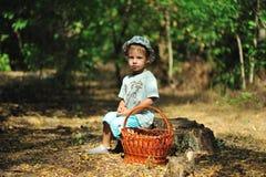 El muchacho en la madera Imagenes de archivo