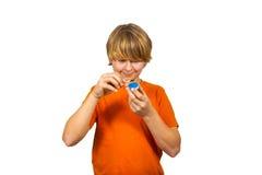 El muchacho enciende una vela Foto de archivo libre de regalías