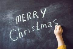 El muchacho escribió a inscripción feliz Cristmas Árbol de navidad Xma Fotografía de archivo libre de regalías