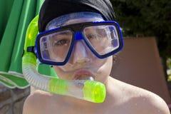 El muchacho feliz está con el tubo respirador Fotografía de archivo libre de regalías