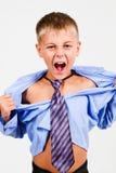 El muchacho gritó. Fotografía de archivo