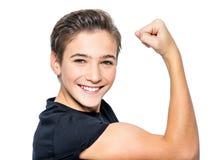 El muchacho joven adolescente hermoso muestra el bíceps Fotos de archivo