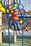 El muchacho joven de tres años en el patio Imagen de archivo