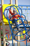 El muchacho joven de tres años en el patio Imagenes de archivo