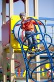 El muchacho joven de tres años en el patio Fotos de archivo libres de regalías