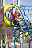 El muchacho joven de tres años en el patio Imágenes de archivo libres de regalías