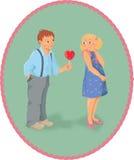 El muchacho, la muchacha y una piruleta parecen la forma del corazón - V Foto de archivo libre de regalías