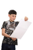 El muchacho lee Imagenes de archivo