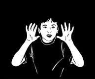 El muchacho levantó sus manos y el grito en la oscuridad Foto de archivo libre de regalías