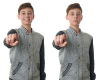 El muchacho lindo del adolescente en suéter gris sobre blanco aisló el fondo Fotografía de archivo libre de regalías