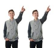 El muchacho lindo del adolescente en suéter gris sobre blanco aisló el fondo Imagen de archivo