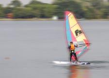 El muchacho manejado Windsurf Foto de archivo libre de regalías