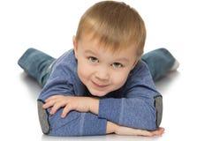 El muchacho miente en el piso Fotos de archivo libres de regalías
