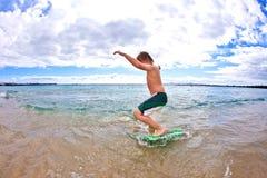 El muchacho se divierte en la playa Fotografía de archivo libre de regalías