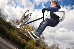 El muchacho se divierte que va aerotransportado Foto de archivo libre de regalías