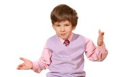El muchacho sorprendido en una camisa rosada Imagen de archivo libre de regalías