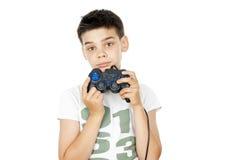 El muchacho sostiene la palanca de mando aislada Foto de archivo libre de regalías