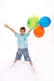 El muchacho sostiene los globos fotografía de archivo