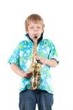 El muchacho toca un saxofón Foto de archivo libre de regalías