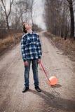 El muchacho triste con un globo Imagen de archivo
