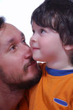 El muchacho y él es padre Foto de archivo libre de regalías