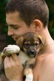 El muchacho y él es perro Fotografía de archivo