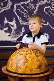 El muchacho y el globo viejo Imágenes de archivo libres de regalías