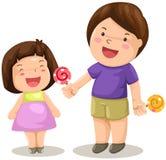 El muchacho y la muchacha comparten el caramelo Foto de archivo libre de regalías