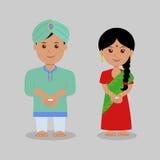El muchacho y la muchacha se vistieron en velas tradicionales del control de la ropa Foto de archivo
