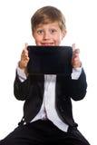 El muchacho y la tableta listos, aislados foto de archivo