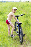 El muchacho y su bici Fotografía de archivo libre de regalías