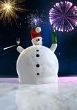 El muñeco de nieve divertido está celebrando Fotos de archivo libres de regalías