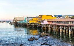 El muelle del pescador en la bahía de Monterey, California Foto de archivo libre de regalías