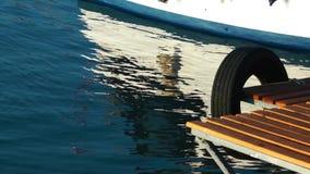 El muelle marino y el mar almacen de video
