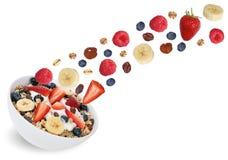 El muesli de la fruta del vuelo para el desayuno con las frutas le gusta el plátano y del st Fotografía de archivo
