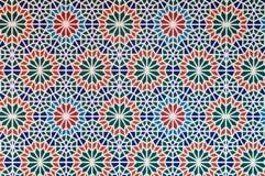 El multicolor árabe del modelo del estilo junta las piezas de las líneas blancas de la forma Imagen de archivo libre de regalías