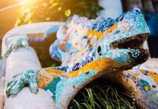 EL multicolor Drac, parque Guell, Barcelona, Cataluña, España, Europa de la salamandra del mosaico imagen de archivo