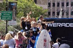 El mundial de la FIFA defiende desfile nacional de la teletipo-cinta del equipo de fútbol de las mujeres de los E.E.U.U. Fotografía de archivo libre de regalías