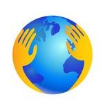 El mundo de protección con entrega el logotipo Imagen de archivo libre de regalías