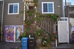 El mundo del ` s de San Francisco reconoció los murales balsámicos del callejón, 9 Imagen de archivo