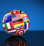 El mundo internacional del globo del negocio señala concepto por medio de una bandera Foto de archivo