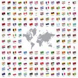 El mundo señala todos por medio de una bandera Imagenes de archivo