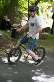 EL MUNICIPIO DE RADNOR, PA - 7 DE MAYO: Funcionamiento del truco de BMX de Chris Aceto en el rodeo de la bici del municipio de Ra Imágenes de archivo libres de regalías