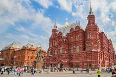 El museo de la revolución, el museo de Lenin y la torre de la esquina de Arsenalnaya del Kremlin, Moscú fotografía de archivo libre de regalías