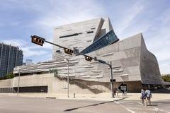 El museo de Perot de la naturaleza y de la ciencia en Dallas, TX, los E.E.U.U. foto de archivo libre de regalías