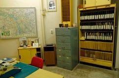 El museo de Stasi presenta un interior de la oficina de los altos funcionarios, incluyendo la tabla, el fichero imagen de archivo