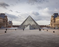 El museo del Louvre Fotos de archivo libres de regalías