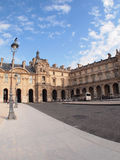 El museo del Louvre es uno de los museos más grandes del mundo Foto de archivo
