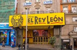 El musical de Lion King en Madrid Gran vía la calle Fotos de archivo libres de regalías