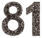 El número árabe 81, ochenta uno, de negro un carbón de leña natural, es Imagen de archivo